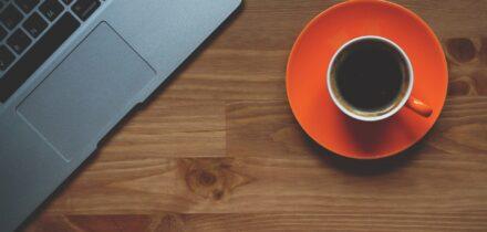 koffie-uitdelen-collegas-ontslag-op-staande-voet