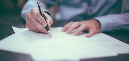 een-handtekening-onder-een-gespreksverslag-hanzee-advocaat
